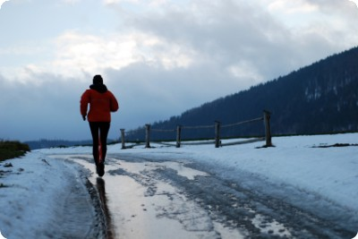Jogging in winter by Wojciech Gajda @iStockphoto